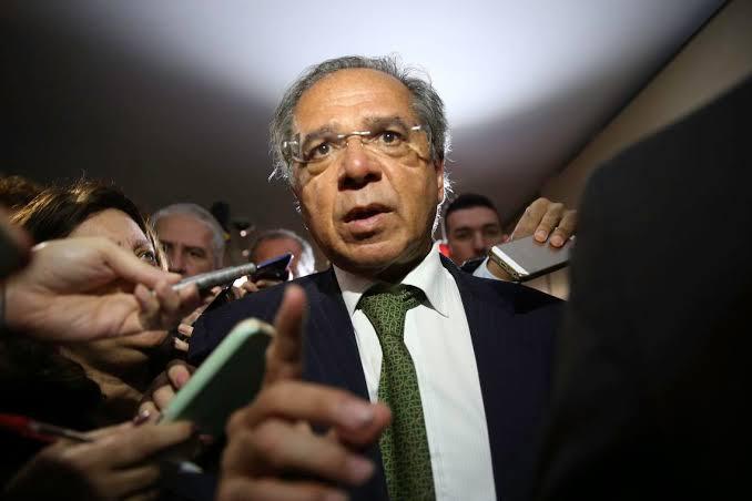 'Não se assustem se alguém pedir o AI-5', diz Paulo Guedes