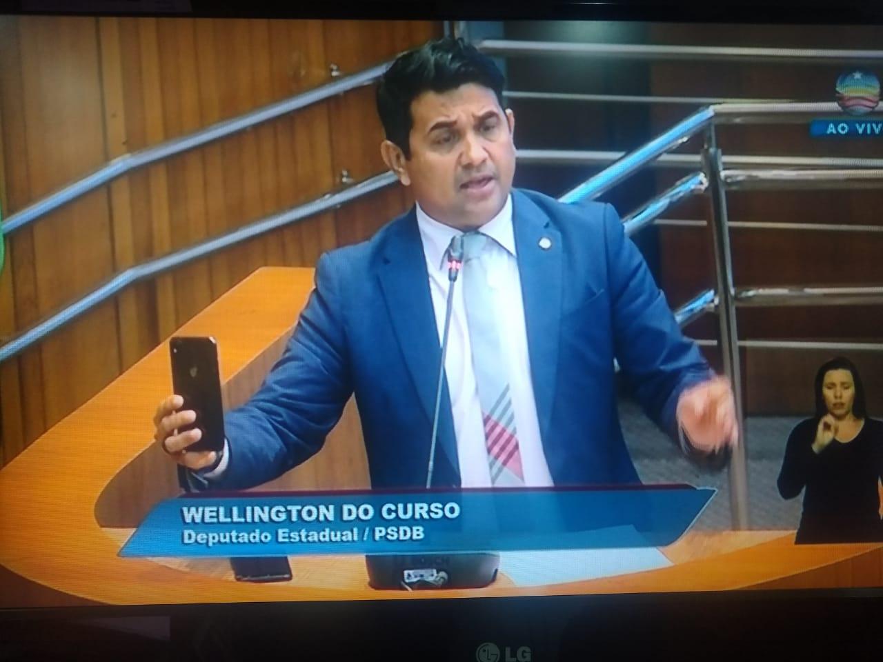 Plenário tem acesso proibido de assessores, Wellington grava próprio discurso
