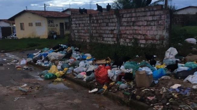 Imagem do dia: Eudes Sampaio deixa Ribamar se transformar em lixão