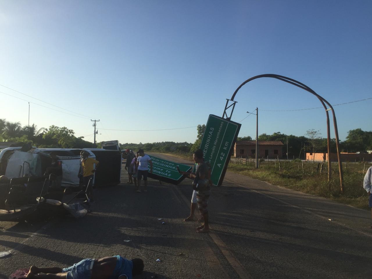 Três mortos e seis feridos em capotamento perto de Barreirinhas